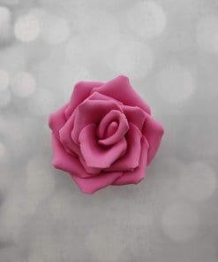 ורד גדול פתוח בצבע ורוד פוקסיה אכיל