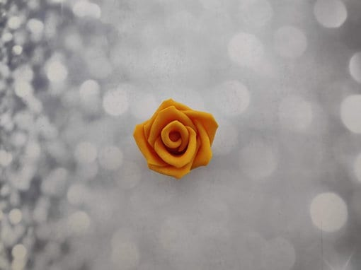 ורד בצבע כתום אכיל
